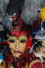 Una máscara sobre otra
