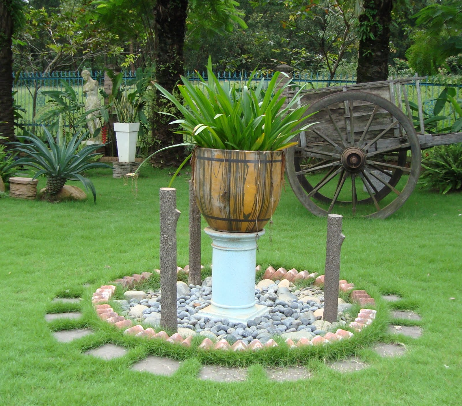 Andresnguyen stone for landscape edge brick la piedra for Piedras para jardin