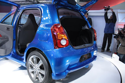 Toyota Unveils Etios for India - 2011 Toyota etios Price & Photos