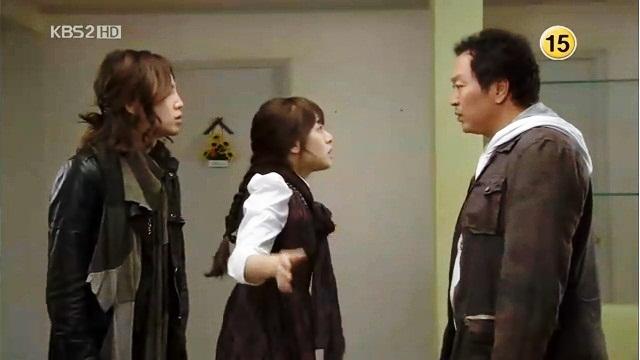 """Marry Christmas"""" ucap Mu Gyul sebelum meninggalkan Mae Ri."""