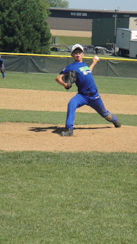 Atleta Rafael Harano como pitcher