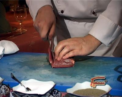 режем мясо, баранье или говяжье
