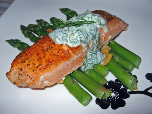 Pan Seared Salmon with Dill Sour Cream Sauce