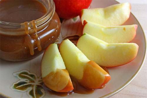 Apples with Caramel Sauce