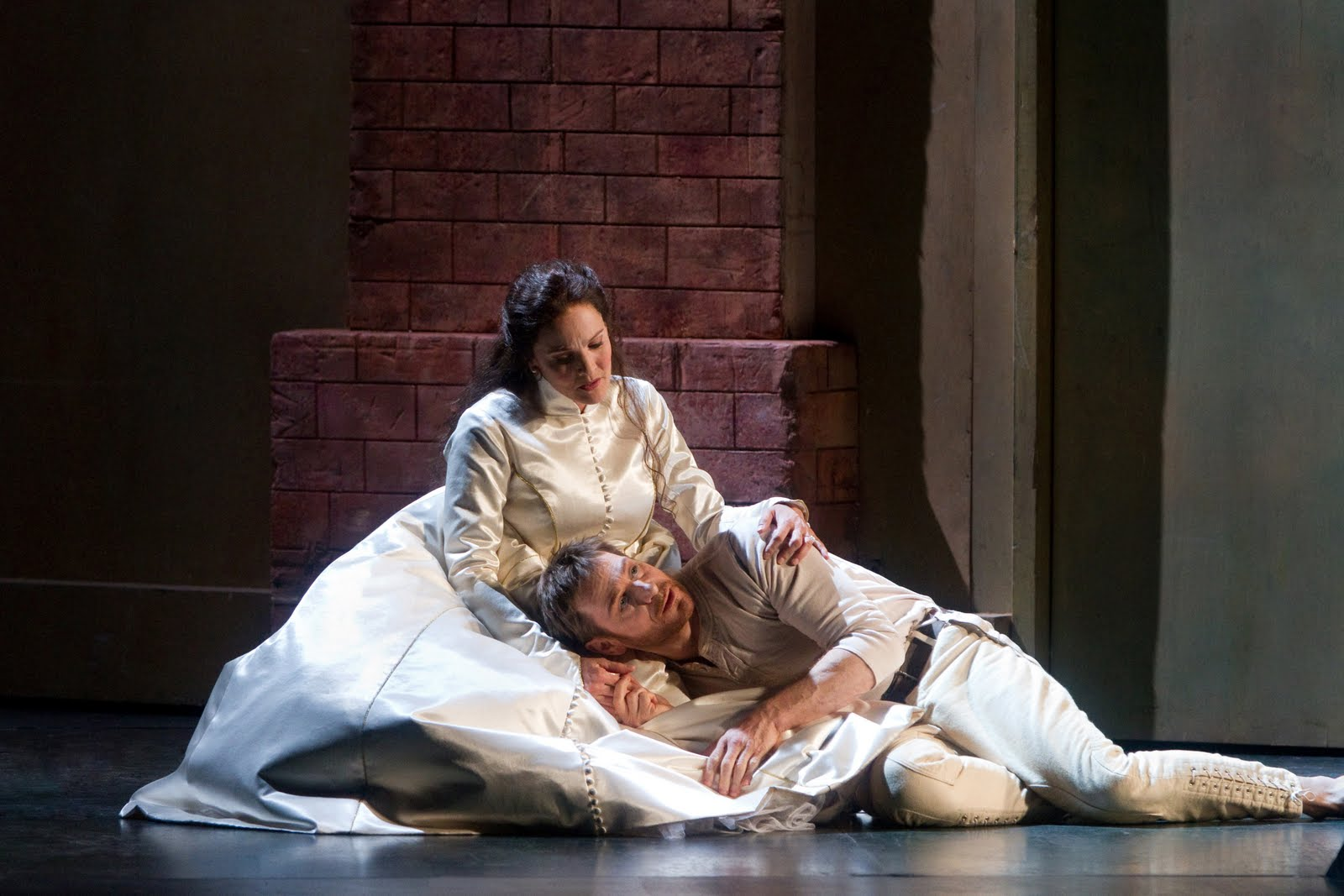 hamlet metropolitan opera dessay Dessay and florez star in la sonnambula opening 3/2 opera news desk  in the met's 2009-10 season, dessay will sing ophélie in a new production of ambroise thomas's hamlet, the first.