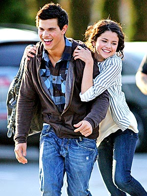 selena gomez and taylor lautner kissing on the lips. selena gomez taylor lautner
