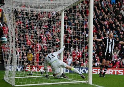 Jermaine Pennant of Liverpool celebrates his goal as Newcastle keeper Steve Harper is left floundering