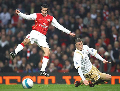Robin Van Persie of Arsenal watches the ball roll away as Robert Huth of Middlesbrough looks on.