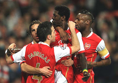 Emmanuel Adebayor of Arsenal (2R) celebrates with Mathieu Flamini, Francesc Fabregas (2L) and William Gallas
