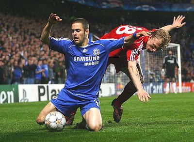 Dirk Kuyt of Liverpool battles with Joe Cole of Chelsea.