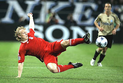 Dirk Kuyt controls the ball during the Champions League match against Marseille.