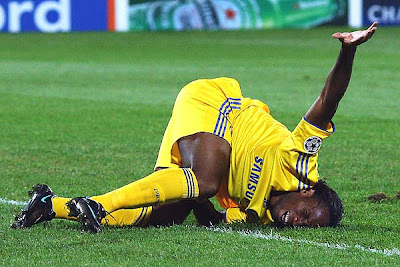 Didier Drogba of Chelsea is injured after a tackle against a Cluj player.<br />