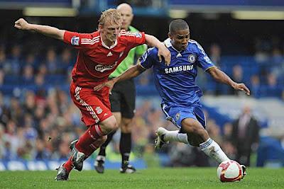 Dirk Kuyt (left) of Liverpool battles for the ball against Florent Malouda of Chelsea
