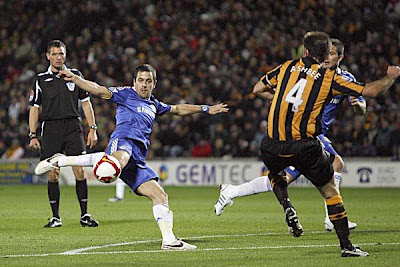 Chelsea winger Joe Cole has his shot blocked by Hull City's Ian Ashbee