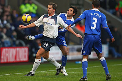 Kevin Davies (left) of Bolton Wanderers holds off Deco of Chelsea as he attempts to get the ball. Chelsea beat Bolton 2-0.