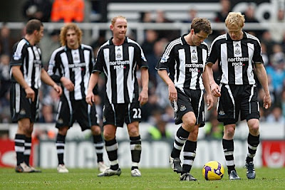 (Left to right) Steven Taylor, Fabricio Coloccini, Nicky Butt, Michael Owen and Damien Duff of Newcastle show their disspointment after conceding another goal. Liverpool won the game 5-1.