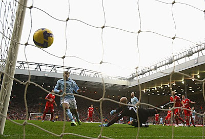 Pepe Reina of Liverpool looks helplessly on as Craig Bellamy of Manchester City scores the opening goal.