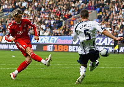 Fernando Torres of Liverpool scores the second goal for Liverpool