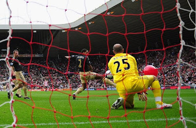 Darren Bent of Sunderland (obscured) shot on goal deflects off of a balloon as Pepe Reina of Liverpool fails to save.