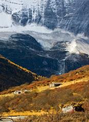 洛绒牛场之雪山