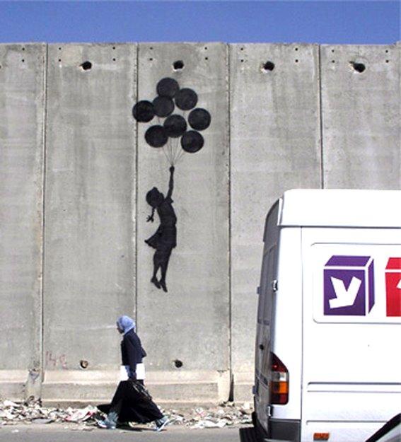 Libertad pintada sobre el Muro atroz que Israel ha construído sobre tierras palestinas