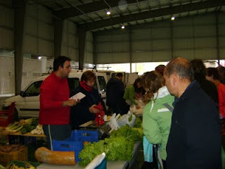 Jorge vendiendo verduras