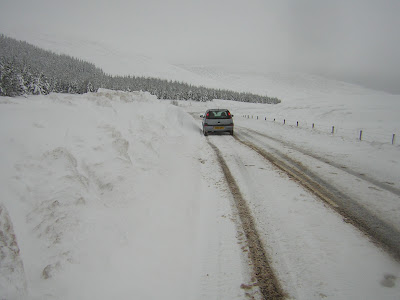 >Record Snowfall in Scotland? Images Gallery of the Deep snow and Drifts over the Campsie Fells