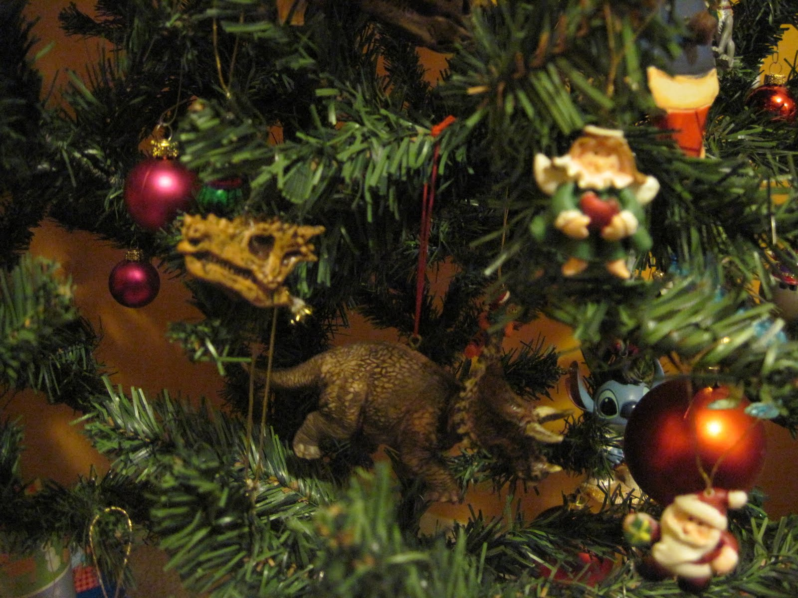 Dinosaur christmas ornaments - Why It S A Tree Composed Of 80 Small Plastic Dinosaur Ornaments How Lovely The Remaining Breakdown Is 10 Hilarious Cellphone Charms Ironic Because