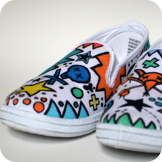 http://1.bp.blogspot.com/_USgHvN_Q4tw/TSlLfjy0FcI/AAAAAAAAAvQ/xmPiD_JQeNs/s1600/canvas+shoes+finished1.jpg