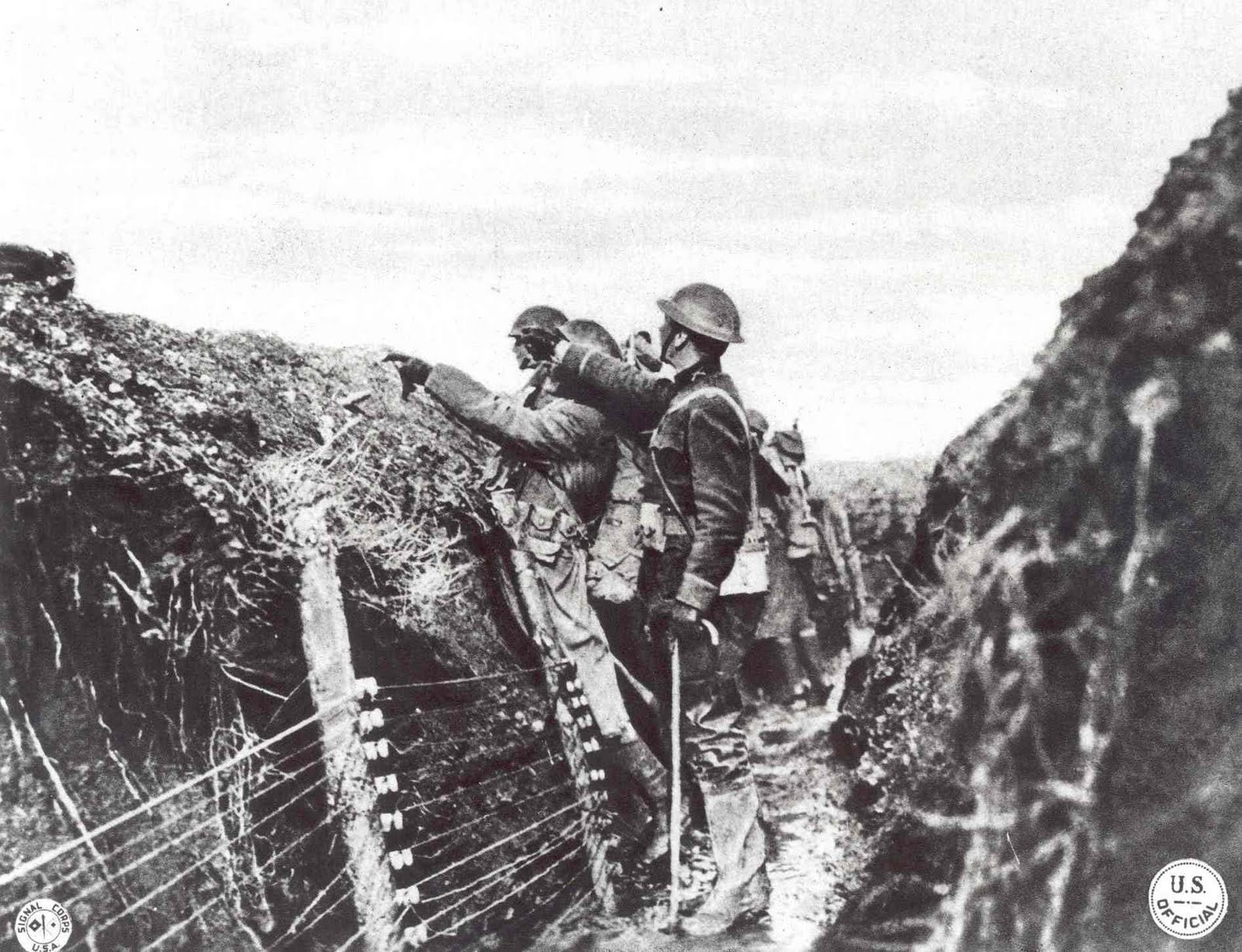 trench warfare Read the essential details about trench warfare in the first world war sections include life in the trenches, the trench system, trench foot, shell shock, body lice.
