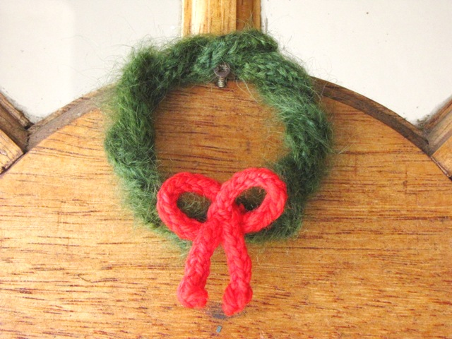 Christmas Wreath Knitting Pattern Minature Natural Suburbia
