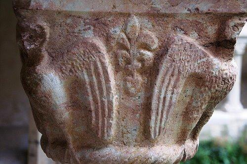 Capitello Abbazia Avril de Saint Genis Buren Anjou