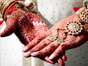Adat Pernikahan Teraneh di Dunia