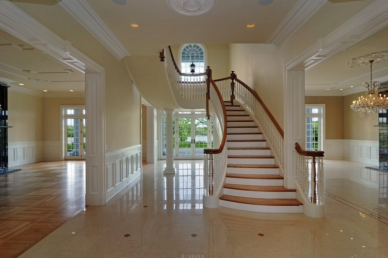 Beautiful curved staircases in barington il luxury for Luxury staircases