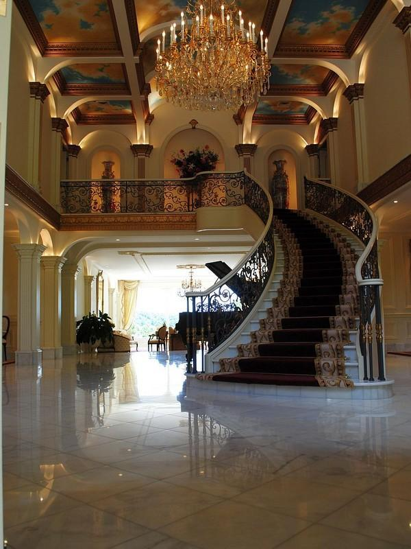 Beautiful italian staircase luxury stairs gallery for Luxury staircase