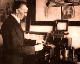http://1.bp.blogspot.com/_UZivqxus1H4/ScNSEZuOFSI/AAAAAAAABOU/dIbiTj6G-jI/s400/Nikola+Tesla2.jpg
