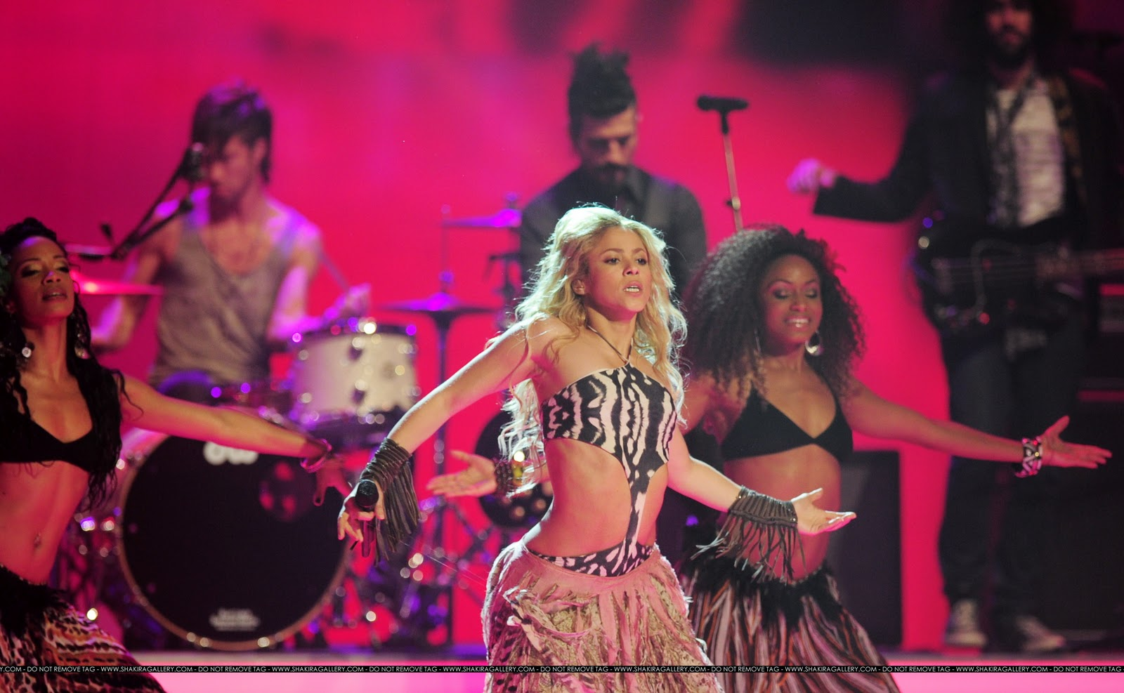 Шакира вака вака, Shakira - Waka Waka (FifaWorld Cup) - скачать 3 фотография