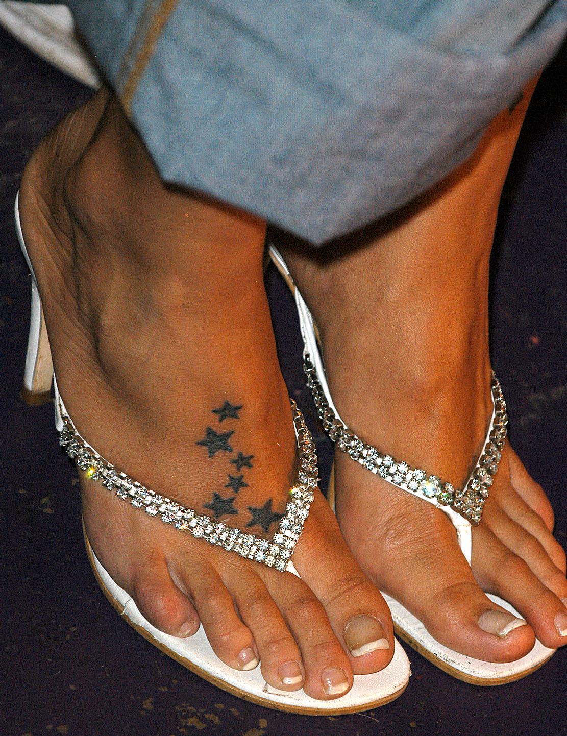 http://1.bp.blogspot.com/_UaLWp72nij4/S-HKU0NKZxI/AAAAAAAAJrg/aONPwIXQ0JU/s1600/jodie-marsh-feet.jpg