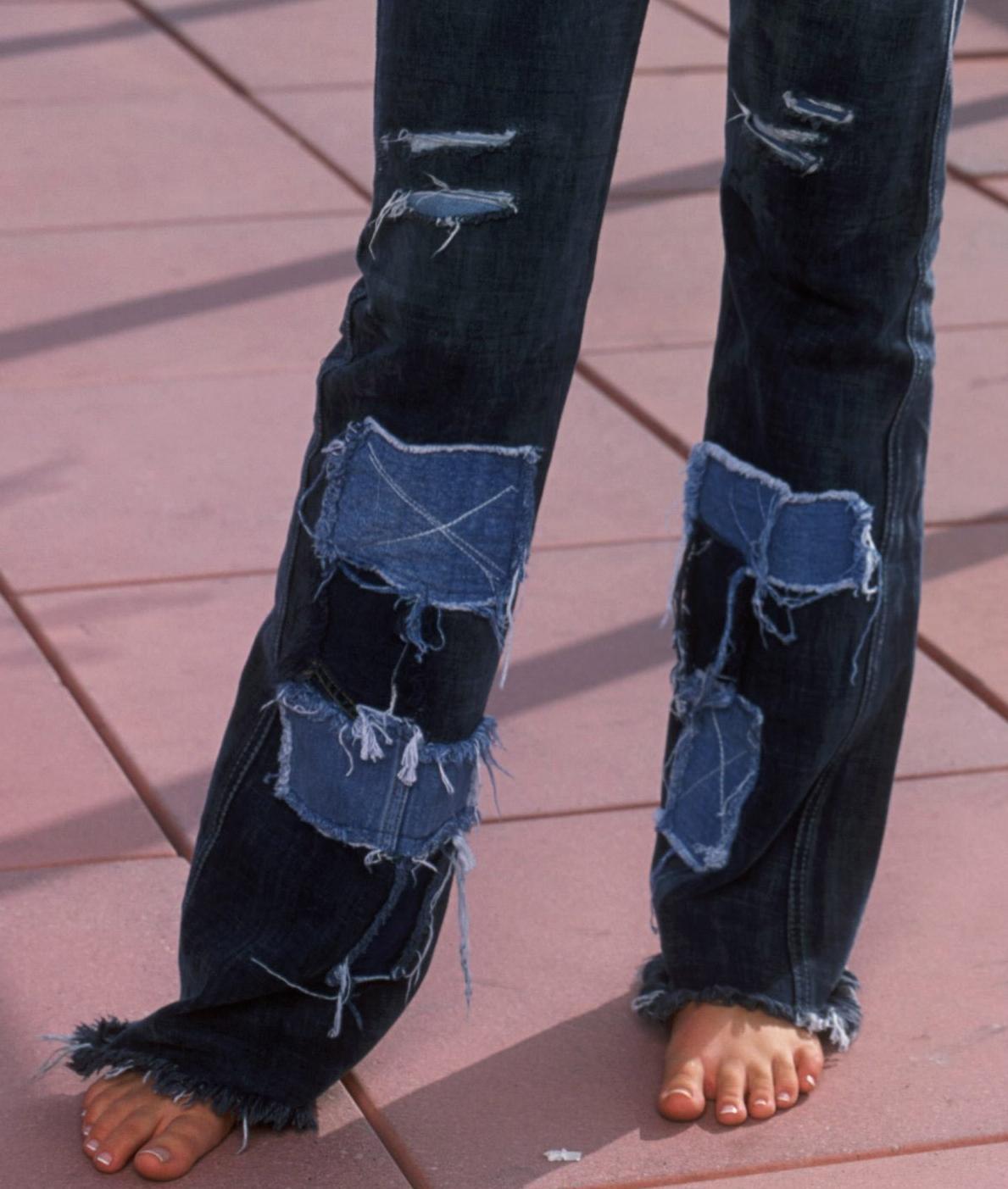 http://1.bp.blogspot.com/_UaLWp72nij4/S-McriNxD9I/AAAAAAAAJ4Q/I_DaWuxJmeo/s1600/joss-stone-feet-2.jpg