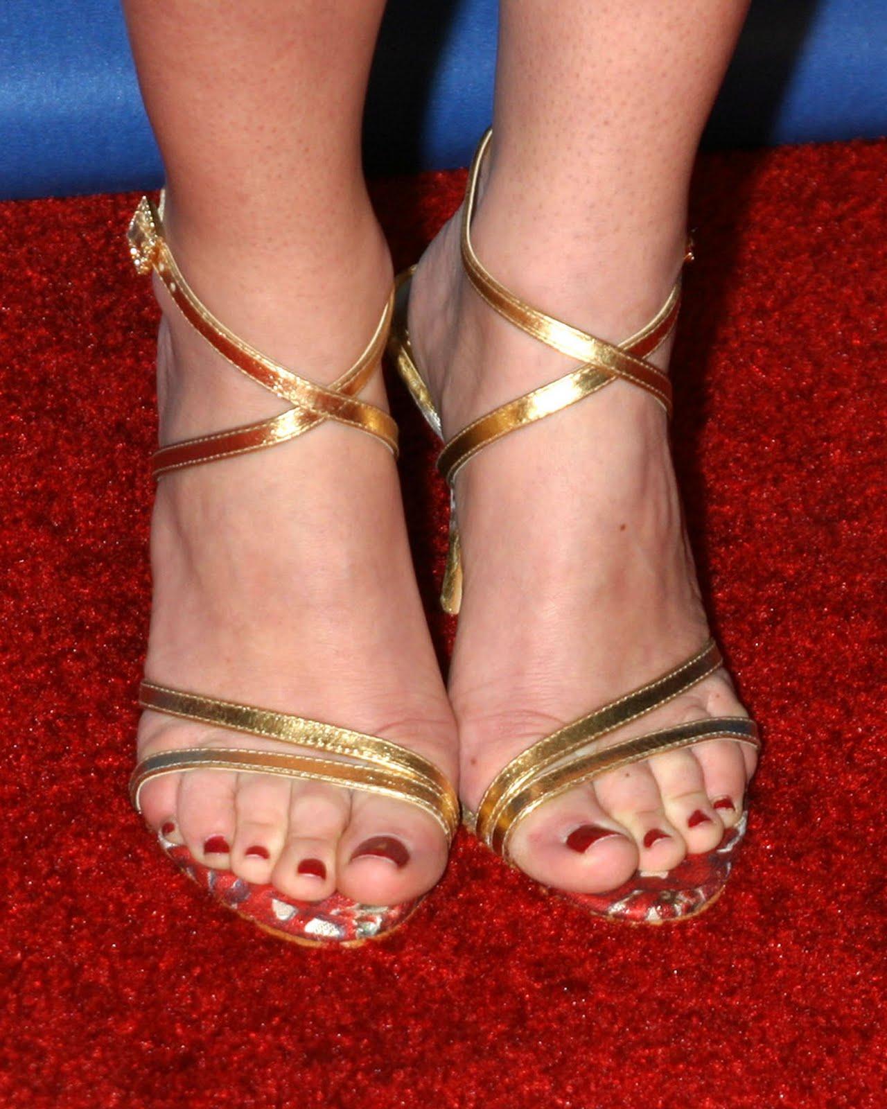 http://1.bp.blogspot.com/_UaLWp72nij4/S-sOGLfX3nI/AAAAAAAAKzI/ATLtLwqmLGU/s1600/kelly-monaco-feet-4.jpg