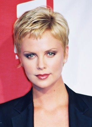 How does everyone like this short hairstyle of Charlize Theron?