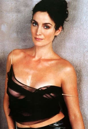 Carrie Anne Moss Bra Size, Celebrity Breast And Cup Siz