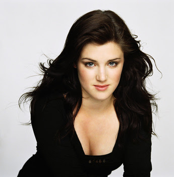 Lucy Griffiths Height - How Tal...