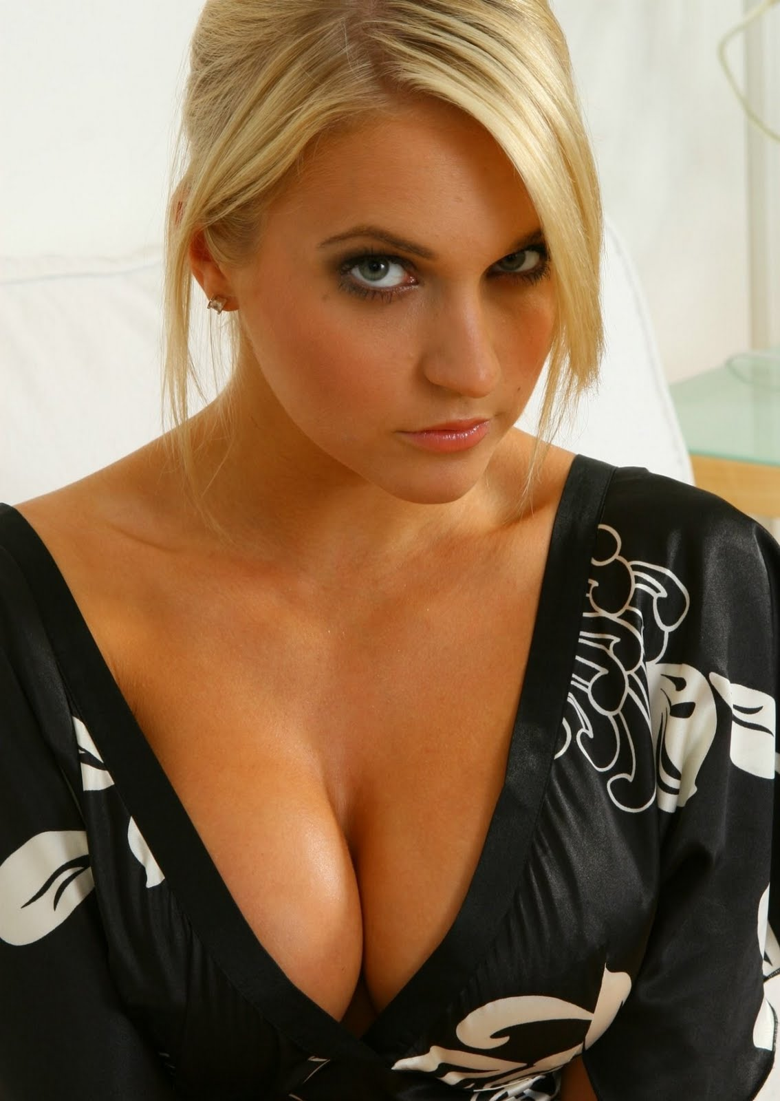 Actress Bra Size.com - The #1 Celebrity Measurements Website!