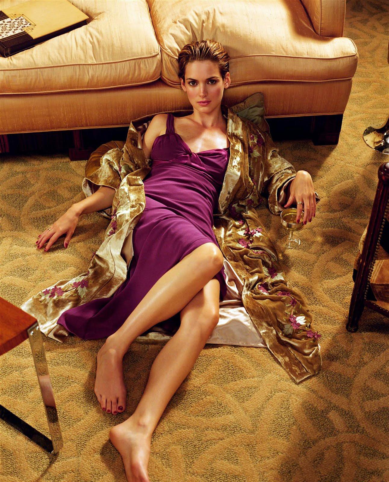 http://1.bp.blogspot.com/_UaLWp72nij4/THLjxNNsDNI/AAAAAAAAT8Y/BRRC3H-K72o/s1600/winona-ryder-feet-2.jpg