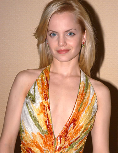 Celebrity Breasts on Mena Suvari Bra Size Celebrity Breast And Cup