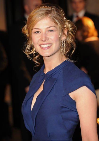 Celebrities Bra Size: Rosamund Pike Bra Size
