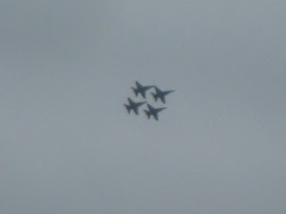 4 jets in a tight formation