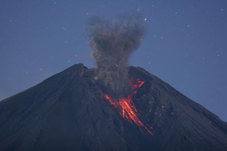 10 Letusan Gunung Berapi Paling Luar Biasa yang terekam Kamera