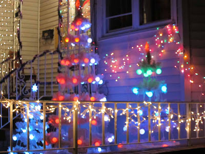 and nothing such as going out at night to take pictures of christmas decorations in a brutal 18 degrees weather hohoho